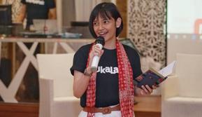 Mayang Puspita selaku Community Program Manager Bukalapak menyambut peserta Beauty Class & Fashion Talk Show Komunitas Srikandi Bukalapak Bandung. Dok: Bukalapak