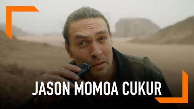 Jason Momoa membuat heboh publik dengan mencukur jenggot dan kumisnya. Aksi tersebut bertujuan untuk menyadarkan publik pentingnya daur ulang.