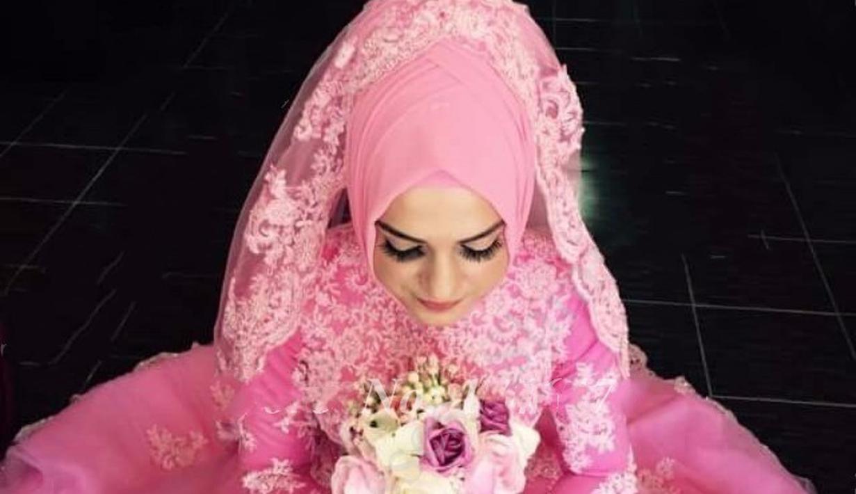 Inspirasi Gaun Pengantin Nuansa Pink Untuk Wanita Berhijab Fimela