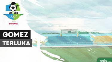 Berita video pertandingan Arema FC vs Persib Bandung harus dihentikan karena situasi yang tak kondusif di Stadion Kanjuruhan, Malang, Minggu (15/4/2018). Saat itu, tampak juga Pelatih Persib, Mario Gomez, yang menjadi korban dengan terluka di bagian ...