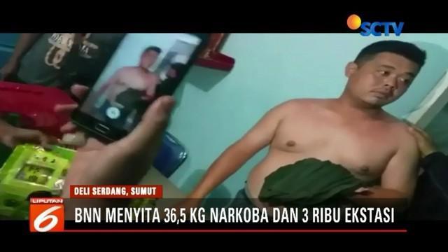 Detik-detik penangkapan seorang oknum sipir Lapas Lubuk Pakam, Deli Serdang, Sumatera Utara,  oleh BNN, terekam kamera pengawas atau CCTV.
