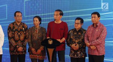 Presiden Joko Widodo atau Jokowi didampingi tiga menteri serta Ketua Umum Partai Kebangkitan Bangsa (PKB) Muhaimin Iskandar saat meresmikan Stasiun Bandara Soekarno-Hatta (2/1). (Liputan6.com/Pool)