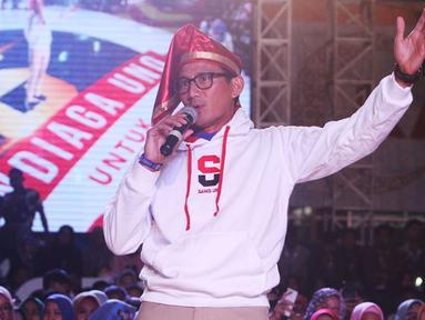 Sandiaga Uno memberi pemaparan saat menjadi pembicara pada Makassar Young Entreprenuer Summit (YESS) 2019 di Makassar, Senin (1/4/2019). Sandiaga Uno yang juga Cawapres nomor urut dua itu mengimbau generasi muda agar berani menghadapi tantangan dalam mengembangkan usaha. (Liputan6.com/HO/Astro)