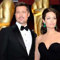 Kabar perceraian Angelina Jolie dan Brad Pitt belum luput dari perhatian publik. Pasalnya hingga kini belum juga ada keputusan akhri dari perceraian mereka, apakah tetap bercerai atau kembali rujuk? (AFP/Kevork Djansezian)