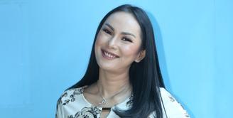 Beberapa hari jelang puasa tahun ini, Kalina Oktarani resmi menikah dengan Hendrayan. Kini, Kalina sedang menjalani program kehamilan. Ia berharap segera diberi momongan. (Adrian Putra/Bintang.com)