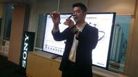 Nicholas Simmon, Personal Audio Product Marketing Department Sony Indonesia mempresentasikan produk Sony WI-1000X. Liputan6.com/Iskandar