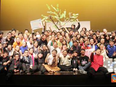 Citizen6, Singapura: Hampir seratus mahasiswa yang tergabung dalam Perhimpunan Indonesia NUS (PINUS) ikut terlibat dalam pagelaran akbar ini: mulai dari penyusunan naskah, penggubahan lagu, hingga penataan set. (Pengirim: Alika Tuwo)
