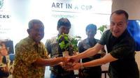 Starbucks menyumbangkan hasil penjualan biji kopi Sumatera 10 persen untuk kesejahteraan petani kopi dan warga di lingkungan perkebunan kopi (Foto: Liputan6.com/Vinsensia Dian)