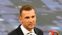 3. Andriy Shevchenko - Menjadi top skor liga Ukraina dengan total 60 gol. Torehan yang membuat Milan segera membawa penyerang lihai tersebut ke San Siro. (AFP/Sergei Supinsky)