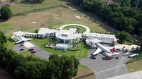 John Travolta house (sumber: architecturaldigest)
