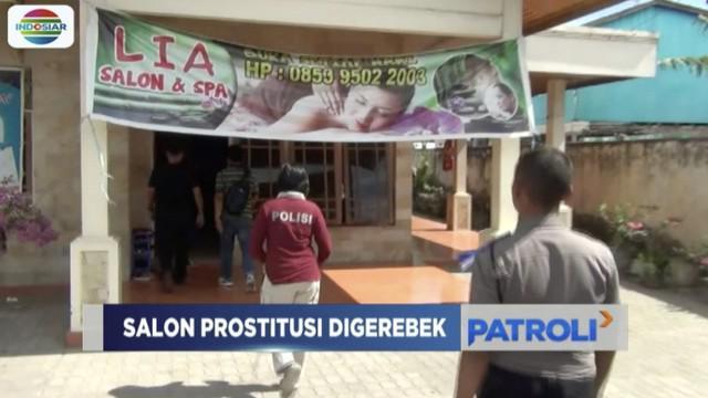 Aparat Polda Gorontalo menggerebek salah satu salon dan spa yang diduga menjadi tempat prostitusi.