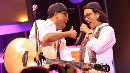 Band yang personelnya terdiri para menteri itu sukses menarik perhatian pengunjung Java Jazz 2018. Terlihat pengunjung yang hadir antusias menyaksikan para menteri tersebut di atas panggung. (Bambang E Ros/Bintang.com)
