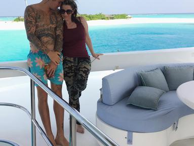 Ibunda Justin Bieber, Pattie Mallete menghapus nama Justin Bieber dari bio Twitternya usai sang anak umumkan pertunangan dengan Hailey Baldwin. (instagram/pattiemallette)