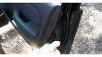 Semprotkan cairan silikon agar karet pintu mobil tak kaku (otosia)