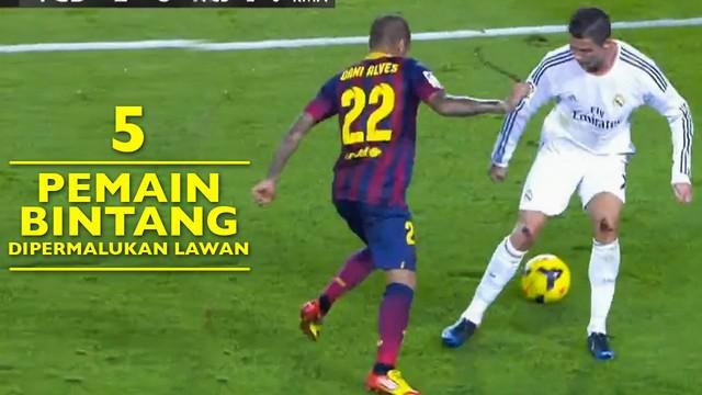 Video 5 bintang pemain sepak bola dunia yang telah dipermalukan oleh lawannya, salah satunya Cristiano Ronaldo yang telah digocek oleh Dani Alves.
