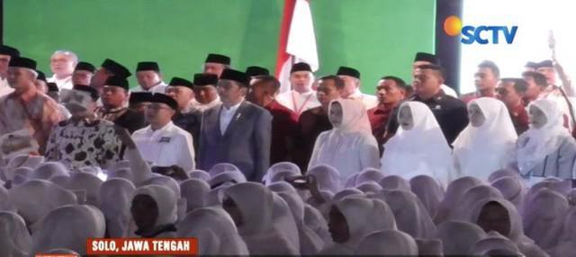 Hadiri Apel Akbar Santri Nusantara, Presiden Jokowi berjanji tingkatkan jumlah balai latihan kerja di pesantren.