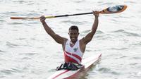 Maizir Ryondra meraih medali emas kano nomor kayak single 1.000 meter putra di Subic Bay, Jumat (6/12/2019). (Bola.com/Muhammad Iqbal Ichsan)