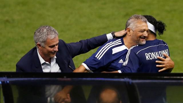 Jose Mourinho yang sedang ramai diperbincangkan karena namanya disebut oleh Menpora R.I Imam Nahrawi, berada di Meksiko dan ikut meramaikan laga persahabatan FIFA All-Star di Meksiko.