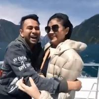 Raffi Ahmad dan Nagita Slavina menikmati keindahan Milford Sound di Selandia Baru (Dok.Instagram/@raffinagita1717/https://www.instagram.com/p/B42GAgwhCSK/Komarudin)