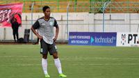 Birrul Walidain ditunjuk jadi kapten tim Persela oleh sang pelatih, Aji Santoso. (Bola.com/Aditya Wany)