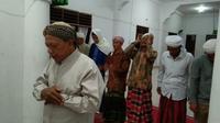 Jemaah Tarekat Naqsabandiyah Al Kholidiyah Jalaliyah Sumatera Utara (Sumut) mulai melaksanakan salat tarawih, Minggu (11/4/2021)