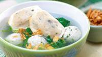 Resep Sup Bakso Tahu Ayam. Hidangan tepat untuk hangatkan tubuh dari cuaca dingin. (Via: kemanaajaboleeh.com)