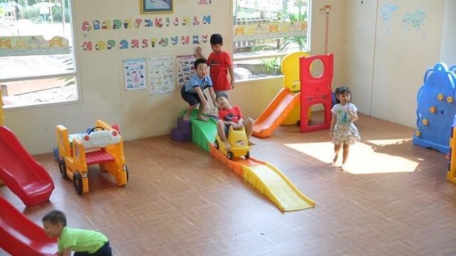 Melihat anak-anak Indonesia yang butuh hiburan dan mainan beredukasi, wanita ini sukses membuat usaha mainan anak yang murah dan berkualitas.