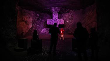 Katedral Zipaquira adalah sebuah gereja Katolik Roma yang dibangun di dalam terowongan tambang garam yang terletak 200 meter di bawah tanah. (JUAN BARRETO / AFP)