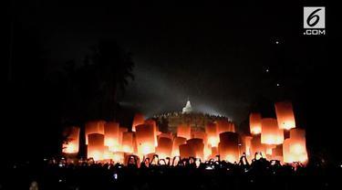 Dalam rangka perayaan hari Tri Suci Waisak Pada 2562 Budis Era 2018, dua ribu lampion, diterbangkan hingga menghiasi langit Candi Borobudur, Di Magelang, Jawa Tengah, Rabu dini hari tadi.