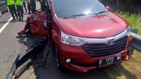Salah satu kendaraan mengalami rusak setelah kecelakaan yang terjadi di uas tol Cikopo-Palimanan (Cipali) dari arah Cikampek menuju Palimanan tepatnya di kilometer 119, Minggu (2/6/2019). (Dok. Basarnas)