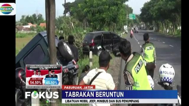 Kondisi kedua kendaraan rusak parah tetapi para penumpangnya selamat.