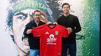 Kiper muda Indonesia, Satria Tama, resmi bergabung bersama Persebaya Surabaya untuk musim kompetisi 2021. (Dok. Persebaya)
