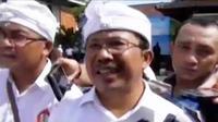 Atas desakan ratusan sopir taksi lokal, pemerintah Bali melarang pengoperasian taksi berbasis aplikasi online, Grab dan Uber.