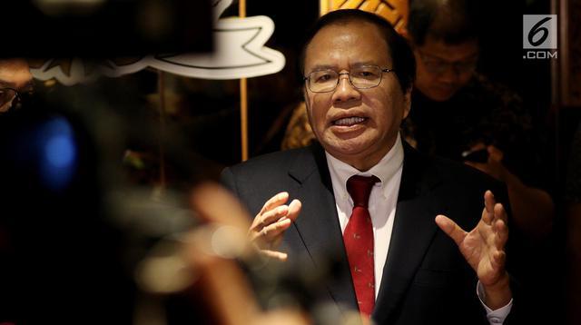 Mantan Menko Kemaritiman, Rizal Ramli memberikan keterangan usai menemui Ketua MPR, Zulkifli Hasan di Kompleks Parlemen, Jakarta, Kamis (3/5).(Liputan6.com/Johan Tallo)
