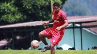 Stiker Madura United, Beto Goncalves saat mengikuti pemusatan latihan (TC) yang digelar di Batu, Malang, Selasa (2/3/2021). (Bola.com/Aditya Wany)