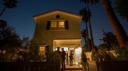 Suasana peresmian Privee Social Club di Venesia, Los Angeles, California, AS, (23/3). Tempat ini adalah sebuah klub para pengguna ganja eksklusif yang diluncurkan pada 23 Maret 2017. (AFP Photo / David Mcnew)