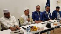 Ketua Persaudaraan Alumni 212 Slamet Ma'arif dan pimpinan Partai Amanat Nasional (PAN). (Merdeka.com/Muhammad Genantan Saputra)