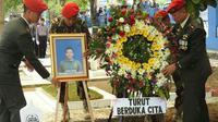 Prosesi pemakaman secara militer Praka Anumerta Freddy. (KRJogja.com/Abdul Alim)