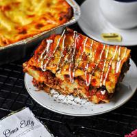 Lasagna Oma Elly. (Instagram/omaelly.id).