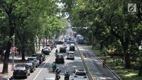 Kendaraan melintas di Jalan Medan Merdeka Barat, Jakarta, Senin (3/9). Dalam Pergub ini sistem ganjil genap tetap berlaku mulai pukul 06.00 hingga 21.00 WIB di ruas jalan yang telah ditentukan sebelumnya. (Merdeka.com/Iqbal S. Nugroho)
