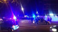 Kondisi tegang polisi dan para pemuda di Stamford Hill, London Utara, Inggris. (@999London)
