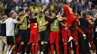 Para pemain Belgia merayakan kemenangan atas Brasil pada laga perempat final Piala Dunia di Kazan Arena, Kazan, Jumat (6/7/2018). Belgia menang 2-1 atas Brasil. (AP/Francisco Seco)