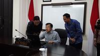 JK menyampaikan SPT melalui e-filling di kantornya, Jakarta. (Merdeka.com/ Intan Umbari Prihatin)