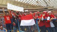 Suporter Timnas Indonesia di Stadion Shah Alam, Selangor, Malaysia, Kamis (24/8/2017). (Bola.com/Vitalis Yogi Trisna)