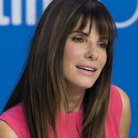 Sandra Bullock. Selain Reese Witherspoon, bintang film 'The Heat' ini juga menjadi salah satu dari wanita favorit Amerika, dan orang-orang selalu mendukungnya. (Bintang/EPA) Sumber: radaronline.com
