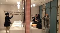 Kamar mandi perempuan dengan desain cantik di CGV, Grand Indonesia. (dok. Liputan6.com/Adhita Diansyavira)