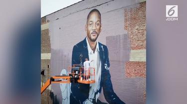 Seorang seniman asal Inggris bernama Richard Wilson membuat mural Will Smith setinggi 60 kaki. Mural tersebut dibuat di luar dinding sebuah sekolah di West Philadelphia.