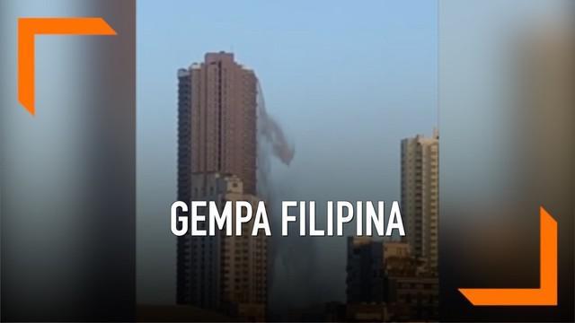 Rekaman mengerikan menunjukkan air kolam renang di puncak gedung tumpah saat gempa mengguncang Filipina. Gempa tersebut merusak sejumlah bangunan dan infrastruktur.