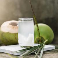 Manfaat Air Kelapa bagi Ibu Hamil (Here Asia/Shutterstock)