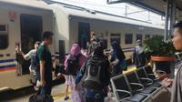 Suasana arus balik Lebaran 2019 di Stasiun Senen. (Nanda Perdana Putra)
